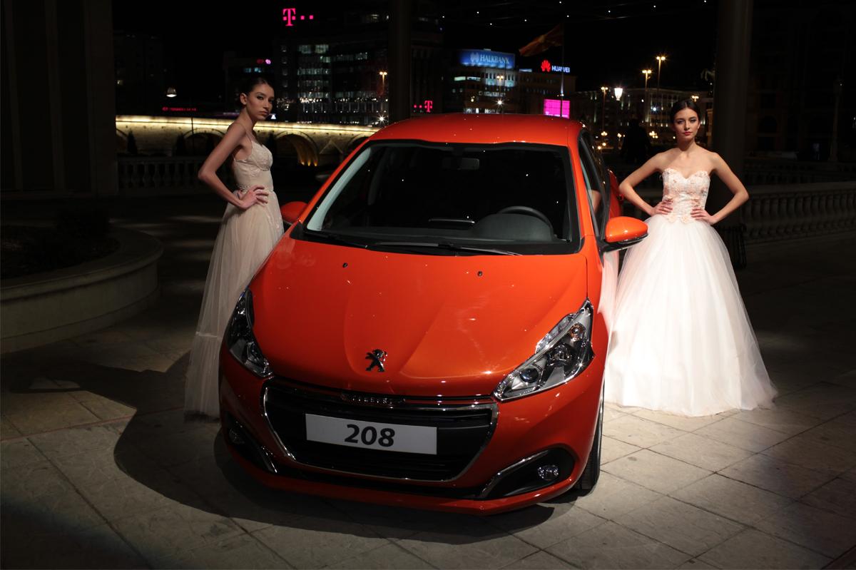 Новиот Peugeot 208 блескаше на Bridal Fashion Night